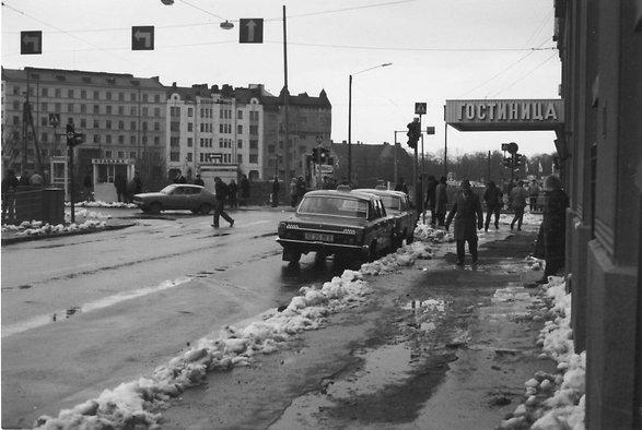 Vuonna 1983 Helka näytteli Hotelli Budapestia Gorkin puisto -elokuvassa, sillä yhdysvaltalaista kuvausryhmää ei päästetty Neuvostoliittoon.