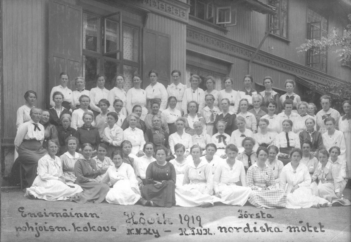 Historiaa: ensimmäinen pohjoismainen kokous 1919 ryhmäkuva