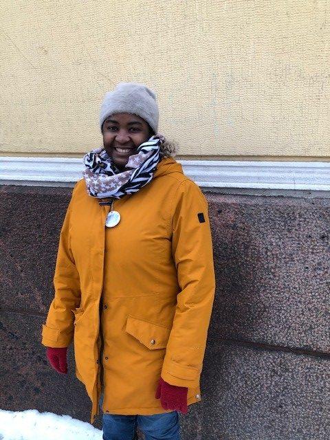 Kamalat äidit -toiminnan projektityöntekijä Dora Puhakka